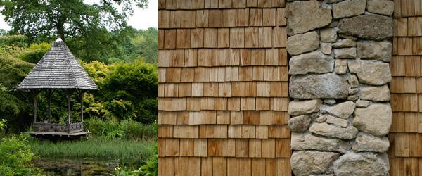 Arboretum de la Sedelle : le bois de châtaignier travaillé en bardeaux et tavaillons, dans une de ses régions de prédilection : la Creuse.