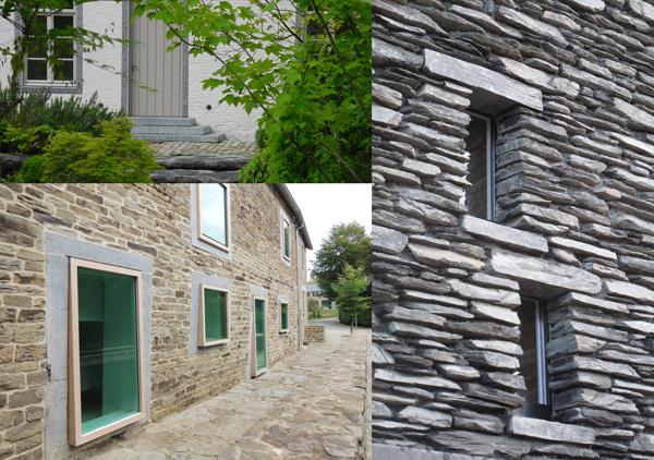 Les encadrements de pierre étaient parfois bouchardés sommairement pour pouvoir être peints par la suite. Pour cette façade d'une ancienne ferme brabançonne, ce piquetage à la pointe a été remis au jour tout en gardant la brique murale peinte en blanc. Réutilisation des encadrements en pierre bleue traditionnels d'une vieille ferme réaménagée : les châssis en chêne et aux vitres légèrement teintées ressortent sur le plan de la façade en transformant radicalement le style originel. / Redu / conception Dirk Coopman  De l'encadrement ne subsiste plus que le linteau et l'appui de fenêtre, subtilement décalés par rapport à l'axe de la fenêtre et se fondant ainsi dans le rythme de pose de la façade en maçonnerie de schiste. / Martelange / conception Pierre Hebbelinck Atelier d'Architecture
