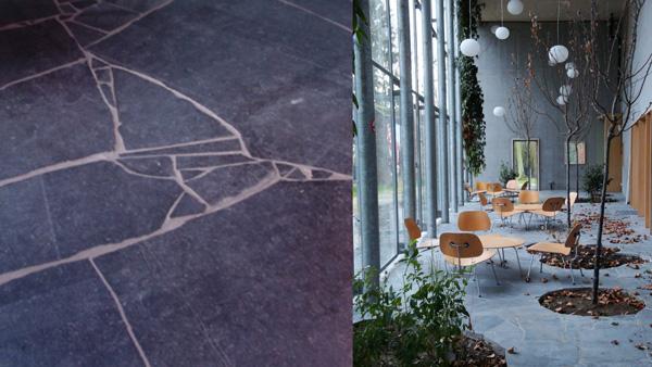 Dans un opus de dalles livrées irrégulières, le calepinage préalable est impossible : la pose se fait sur place et la réussite tient à la manière dont le poseur va jouer de ses «morceaux». Même en recherchant le meilleur assemblage possible, les joints risquent d'être épais. Pour en obtenir de plus fins, une recoupe de certains cassons s'impose. / Overijse / conception Geert Buelens eer architectural design Au musée de la photographie de Charleroi,des pommiers poussent au travers d'un opus incertum de pierre bleue. / Charleroi / conception L'Escaut